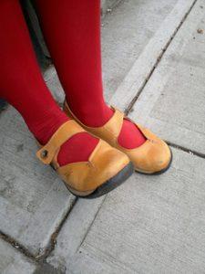 Unas medias rojas como las que compró Illdara.